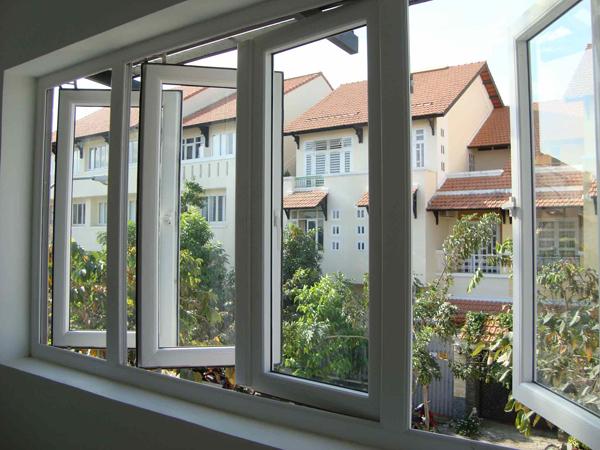 Cửa sổ và cửa ra vào thẳng hàng